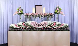 追加料金一切不要で価格以上の質を感じる花祭壇の葬儀