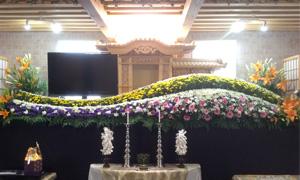 低料金にて豪華生花祭壇