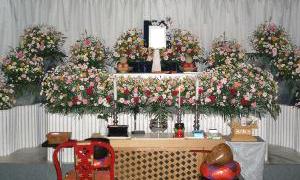 アクアホール1F 式場内 生花祭壇例